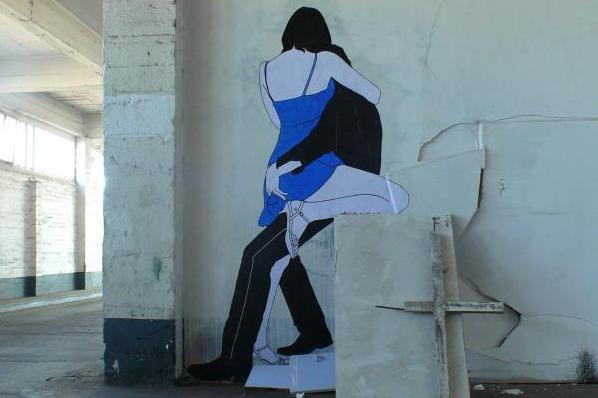 un couple qui s'embrasse - oeuvre d'art